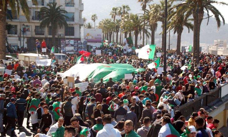 صورة صحيفة العرب اللندنية: حاجة الجزائر إلى الجمهورية الثانية