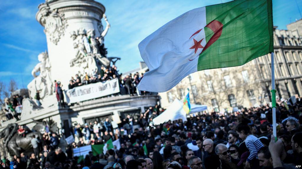 صورة كيف قرأت فرنسا خطوة بوتفليقة بالاستقالة؟