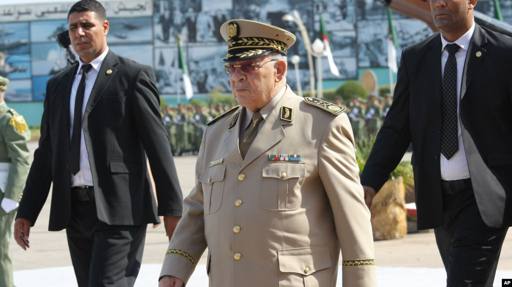 """صورة قايد صالح يتهم """"عصابة الفساد"""" بعرقلة جهود العدالة"""
