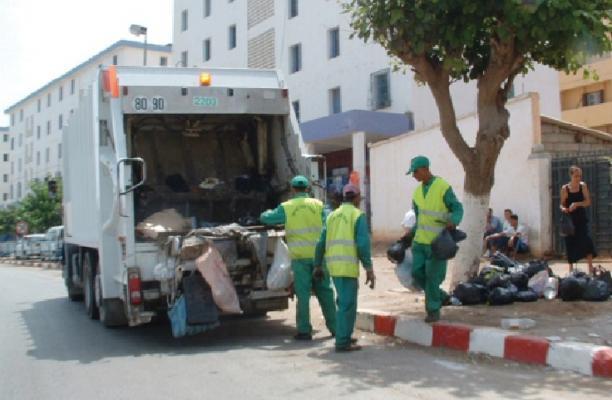 صورة عمال النظافة بين ضغوط العمل ولا مبالاة المواطنين