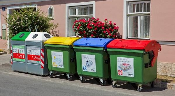 نحو تجهيز 2.500 مدرسة بحاويات لفرز النفايات