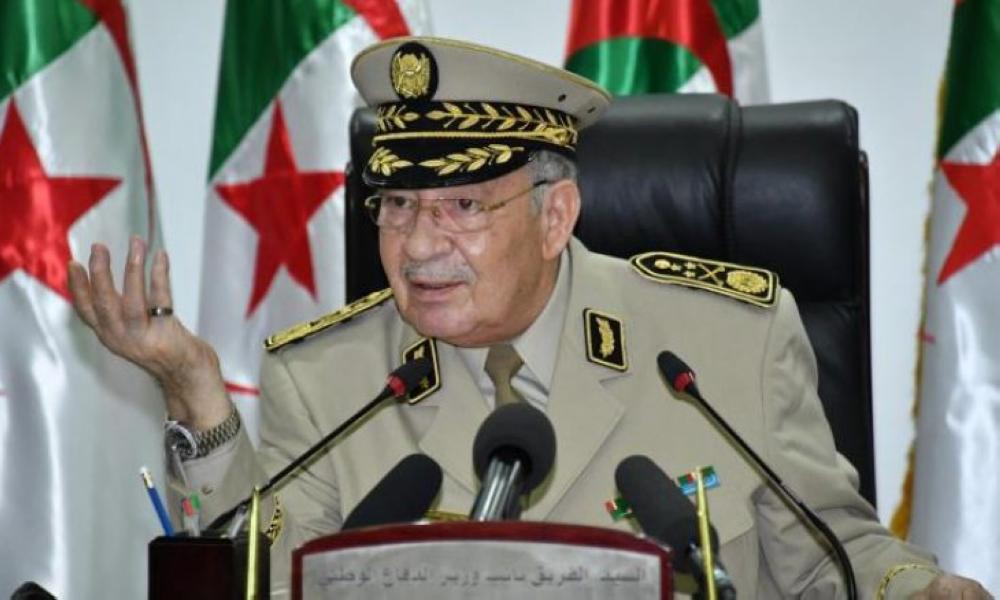 """صورة الفريق قايد صالح :   التكفل الطبي بالعسكريين والتغطية الصحية للمواطنين هو """"الهدف الأساسي"""" للقيادة العليا للجيش"""