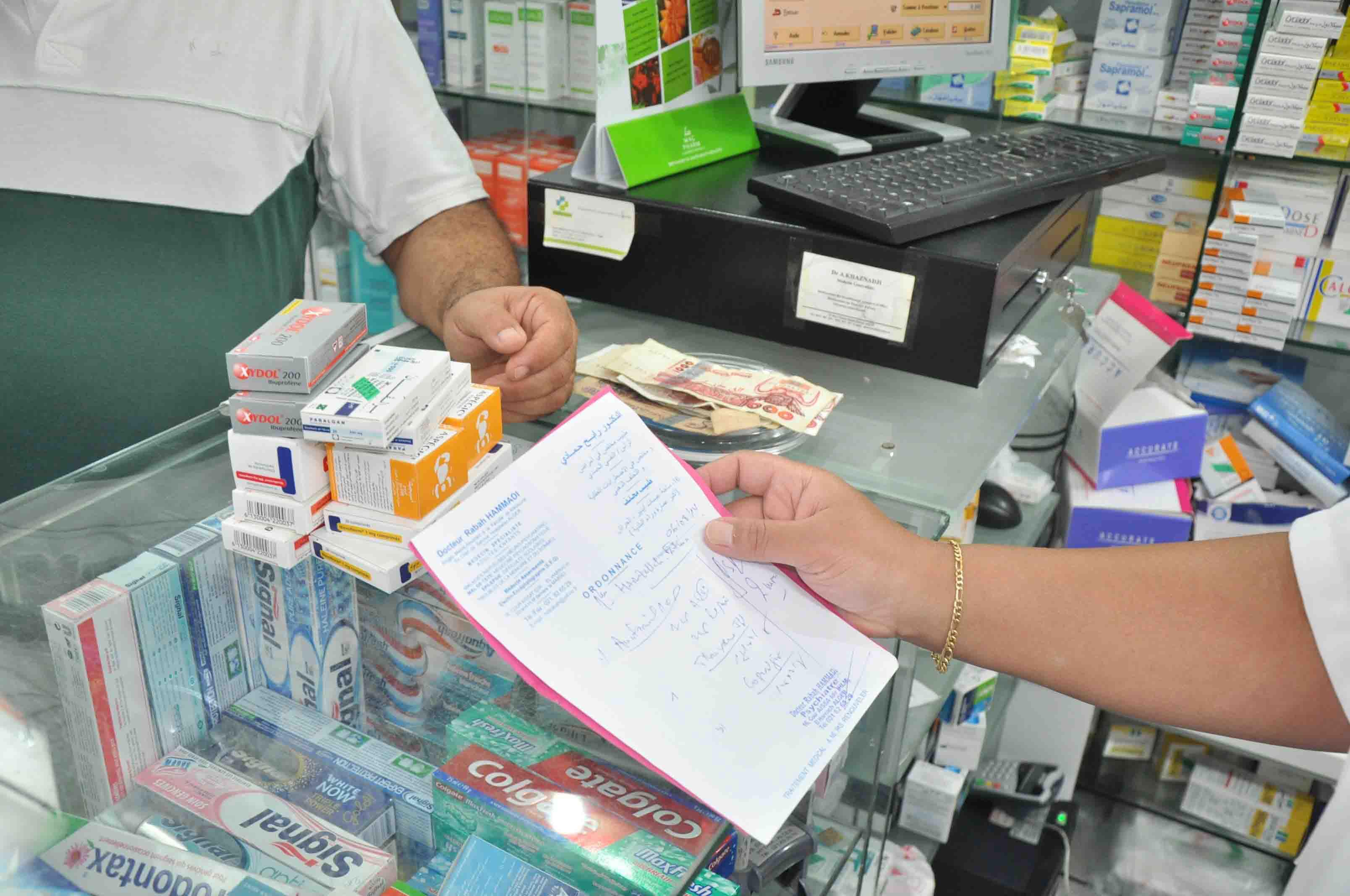 صورة وزير الصحة يتوعد باتخاذ إجراءات ضد المتسببين في ندرة الأدوية