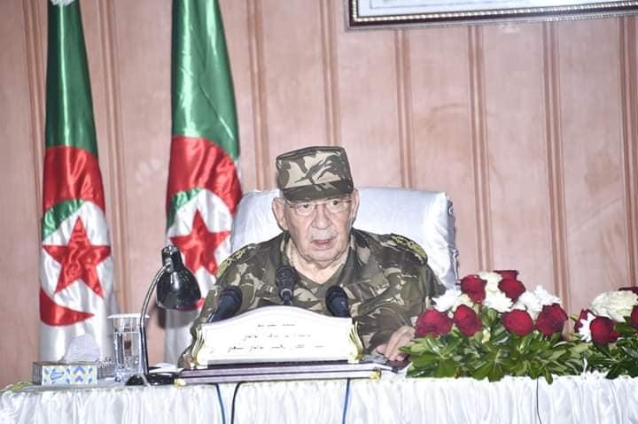 """صورة قايد صالح : """"من يعرقل الانتخابات سيلقى جزاءه العادل"""""""