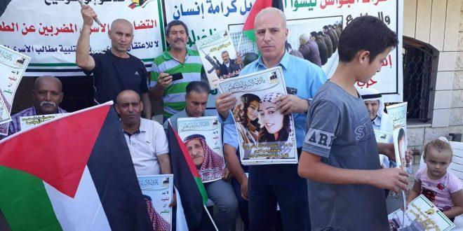 وقفة تضامنية مع الأسرى الفلسطينيين المضربين عن الطعام