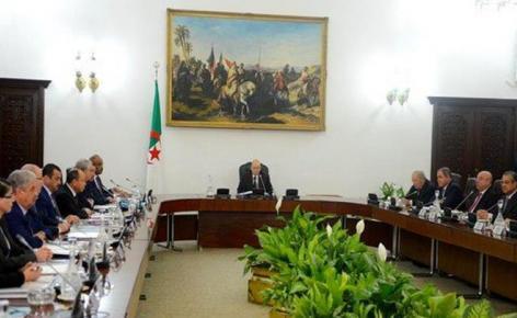 صورة مجلس الوزراء يصادق على مشروعي قانوني المالية والمحروقات