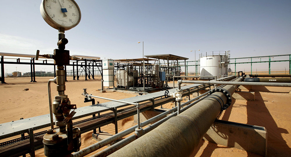 صورة أسعار النفط تتحسن بفضل تراجع مخزونات الخام الأمريكي
