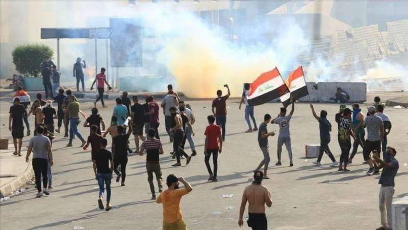 صورة بعد ليلة دامية.. 3 قتلى وعشرات المصابين بمواجهات في بغداد