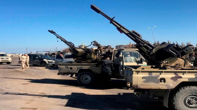 صورة حفتر يهدد مصراتة بعملية عسكرية وحكومة الوفاق تحضر للرد القوي