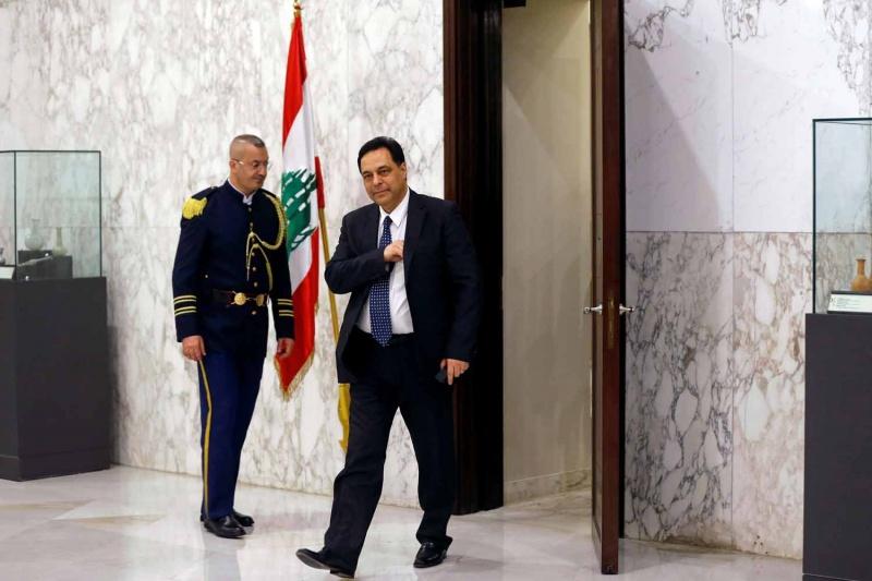 صورة دياب يبدأ مشاورات تشكيل الحكومة وسط رفض الشارع بلبنان