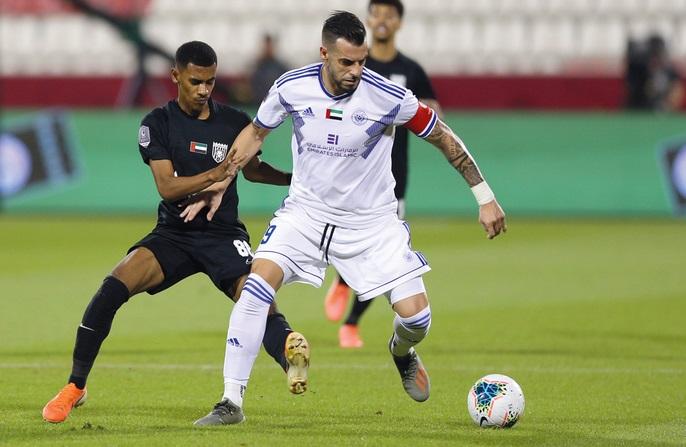 """صورة مجيد بوقرة يشيد بأداء مدافعيه أمام """"أفضل لاعب في الدوري"""""""
