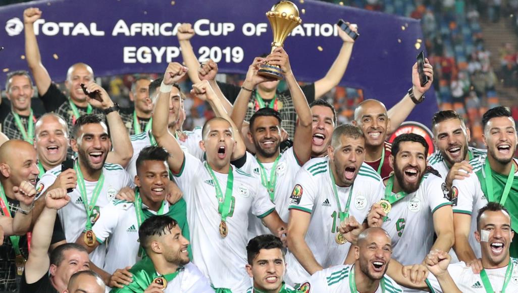 """صورة المنتخب الجزائري لكرة القدم """"الأول قاريا"""" في 2019"""