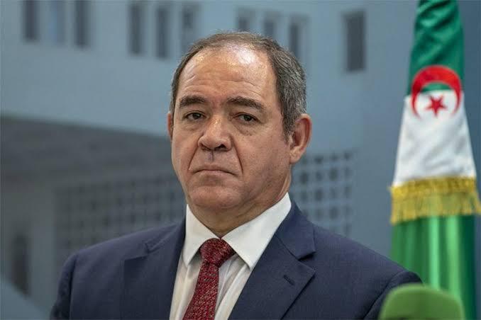 """صورة الوزير الأول بالنيابة صابري بوقدوم: الفقيد قايد صالح أحد """"قامات ورجالات"""" الجزائر"""