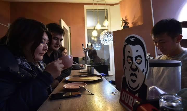 صورة مقهى لمكافحة الفساد في قرغيزستان