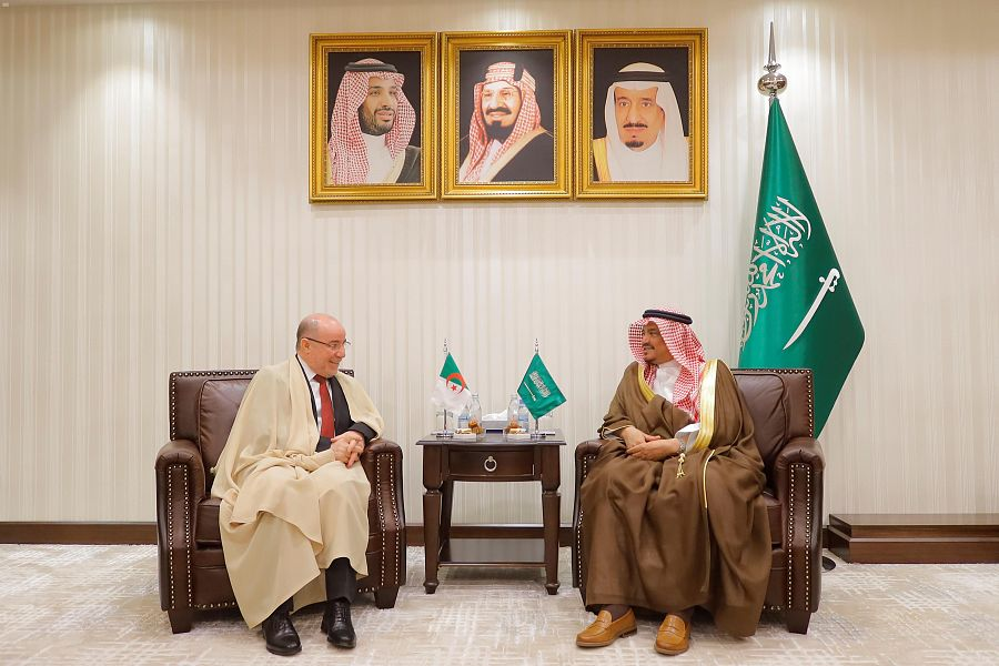 صورة بلمهدي يبحث مع نظيره السعودي ترتيبات موسم الحج 2020