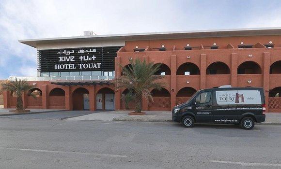 """صورة إعادة فتح فندق """"توات"""" بعد أشغال تجديد وعصرنة: توافد كبير للسياح على ولايتي تيميمون وأدرار"""