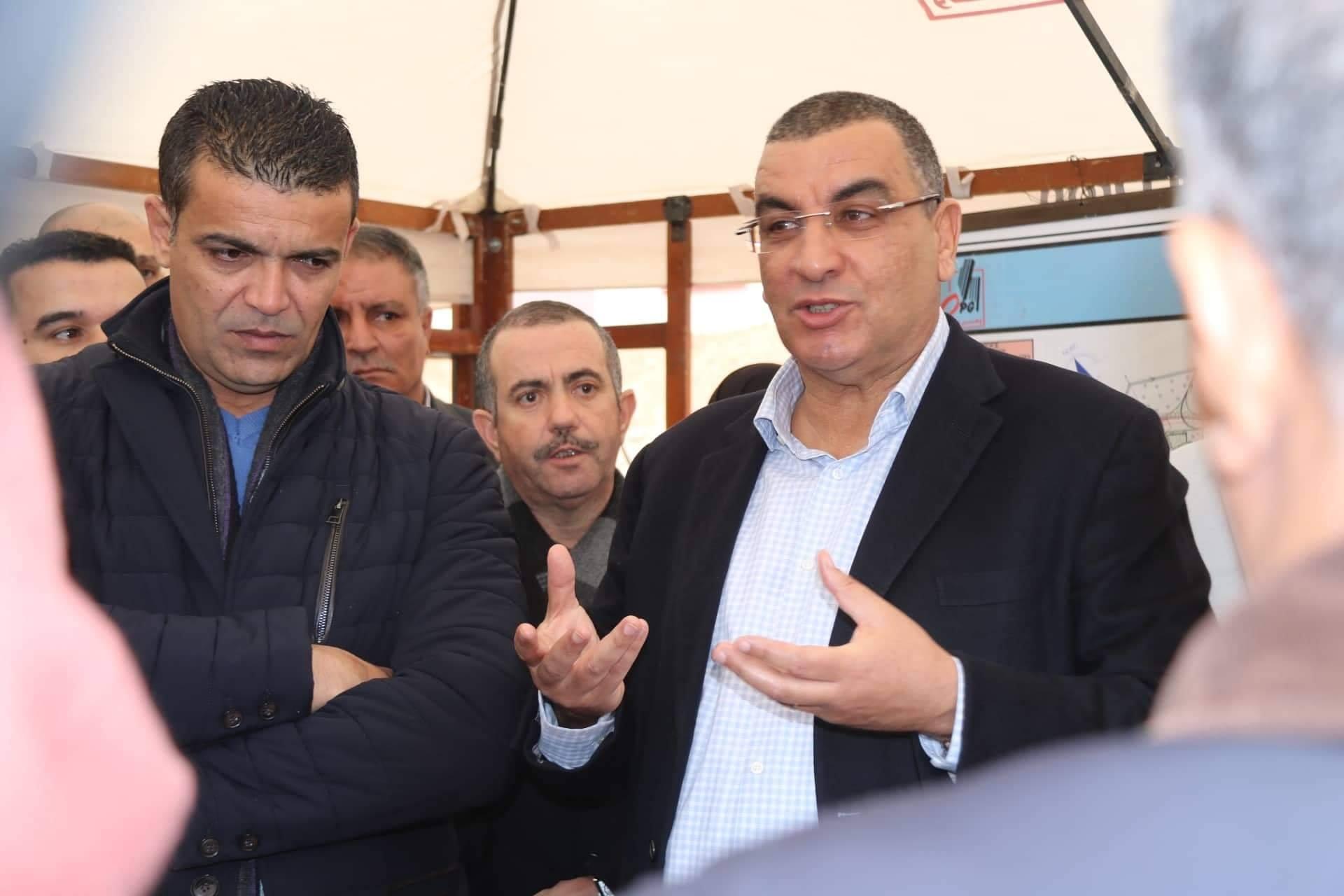 صورة والي وهران يحذر من التأخر في استلام المشاريع السكنية