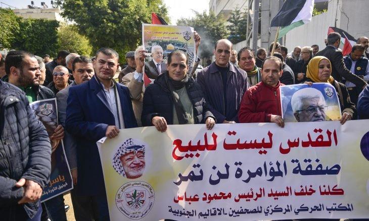 """صورة إضراب شامل ومظاهرات في المخيمات الفلسطينية في لبنان رفضا لـ""""صفقة القرن"""""""