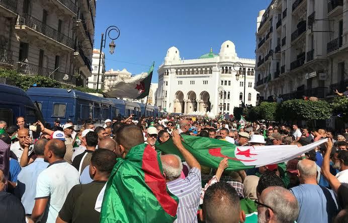 صورة توقيف أكثر من 200 أجنبي من مختلف الجنسيات خلال المسيرات الشعبية