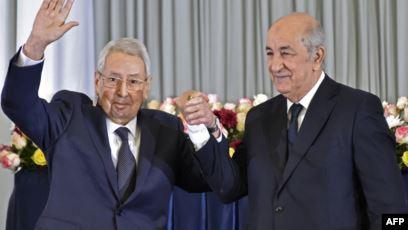صورة رئيس الجمهورية يتلقى إخطارا من السيد بن صالح لإنهاء عهدته على رأس مجلس الأمة