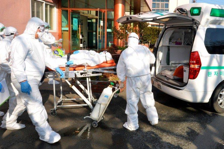 صورة ترحيل الرعية الايطالي المصاب بفيروس كورونا