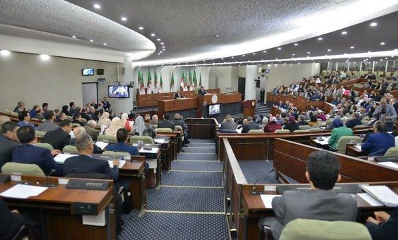 """صورة نواب البرلمان""""القطيعة مع الممارسات القديمة لتطبيق مخطط عمل الحكومة"""""""