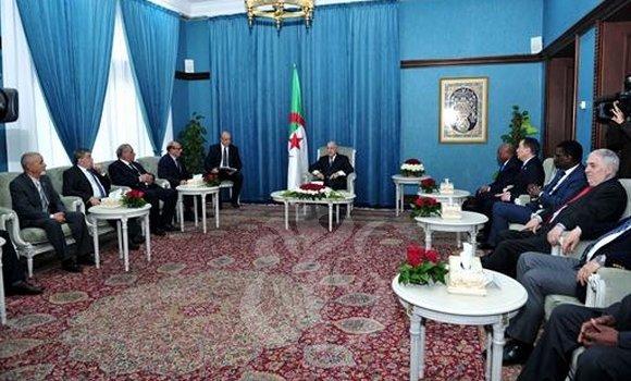 صورة الرئيس تبون يستقبل السيد فنيش و رؤساء الهيئات الدستورية المشاركة في الندوة الدولية حول القضاء الدستوري
