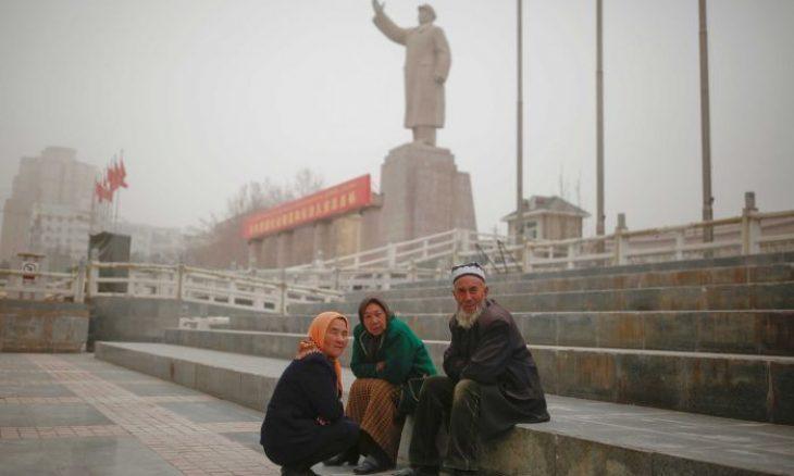 صورة هكذا تجبر الصين مسلمين من الإيغور على العمل في مصانع شركات عالمية