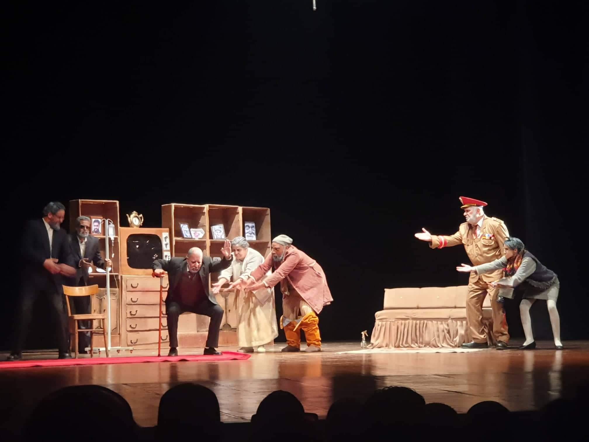 """صورة المسرح الجهوي لمستغانم يعرض مسرحية """"خاطيني"""" الكترونيا"""