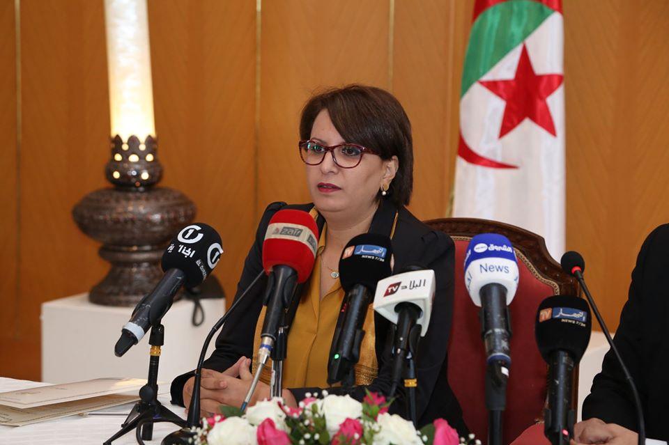 صورة مليكة بن دودة: وزارة الثقافة اتخذت إجراءات استعجاليه لمتابعة وضعية الفنانين