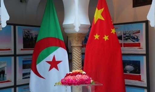 صورة الهلال الأحمر الجزائري يتسلم هبة من جمعية التجار الصينين في الجزائر