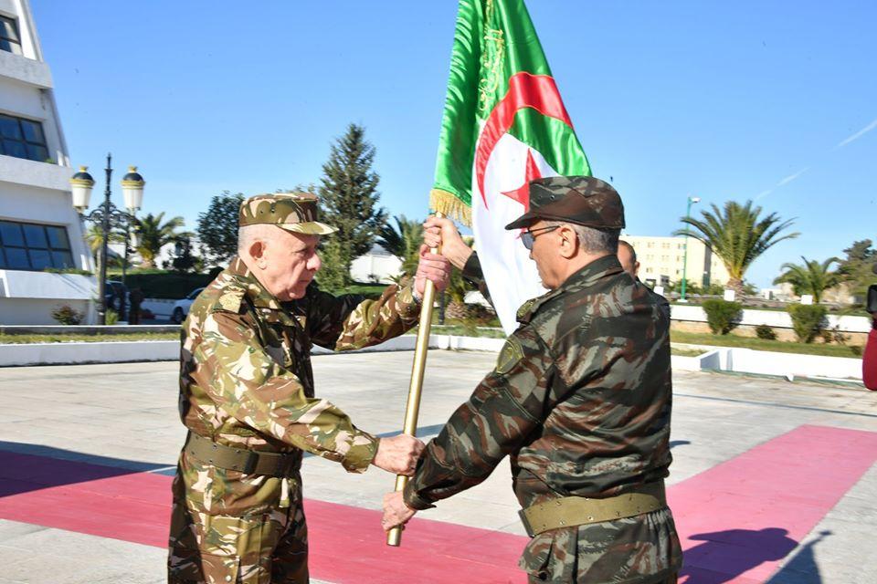 صورة اللواء شنقريحة يشرف اليوم على تنصيب القائد الجديد للقوات البرية