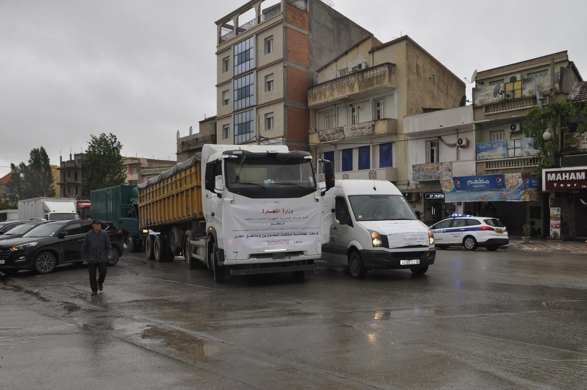 صورة قافلة من 40 شاحنة من المواد الغذائية الأساسية للمعوزين وسكان مناطق الظل