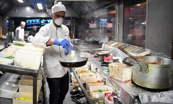 صورة الشلف: الوجبات المحمولة وخدمة التوصيل تعوض مطاعم الرحمة