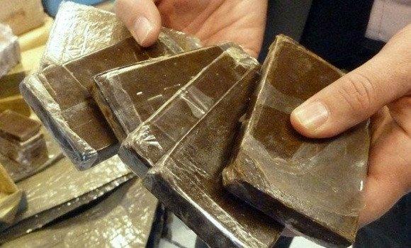 صورة توقيف 3 تجار مخدرات وحجز كمية معتبرة من الكيف المعالج بالنعامة وغليزان