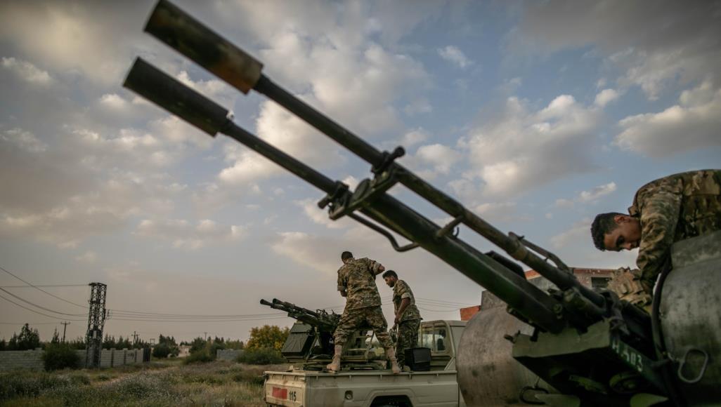 صورة ليبيا: ضربات جوية تستهدف قاعدة حفتر في طرابلس