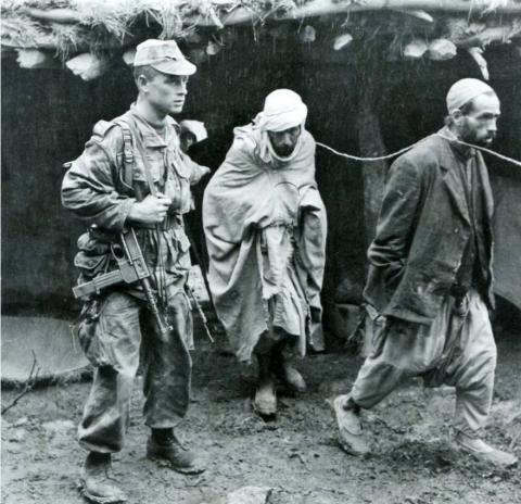 """صورة تيزي وزو: شهود: """"رأيت الجنود الفرنسيين يحرقون أمي وهي حية"""""""