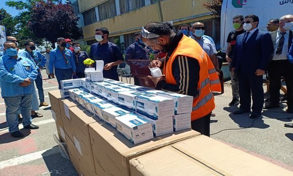 صورة الجزائر العاصمة: انطلاق عملية توزيع الأقنعة الواقية على المواطنين