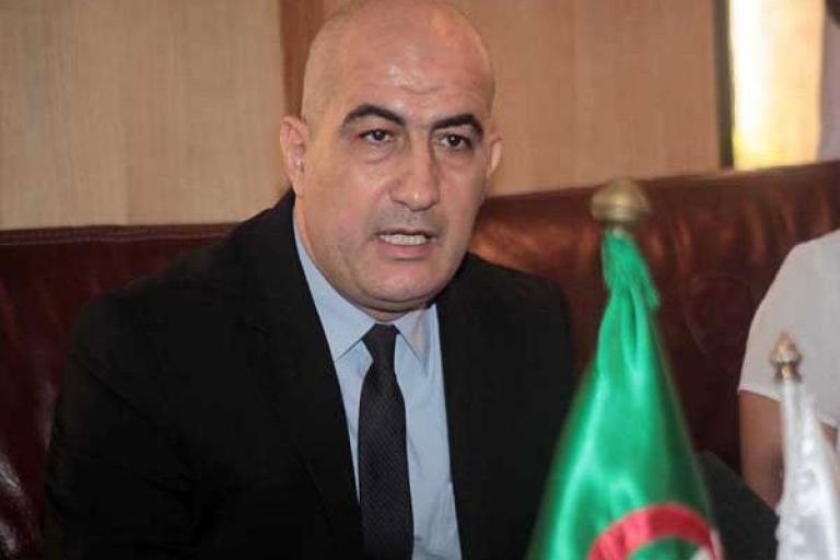 صورة المحافظة السامية للأمازيغية ترفع تقريرا لرئيس الجمهورية