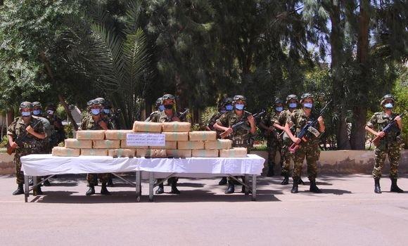صورة ضبط أزيد من خمسة قناطير من الكيف المعالج بمنطقة بني ونيف الحدودية ببشار