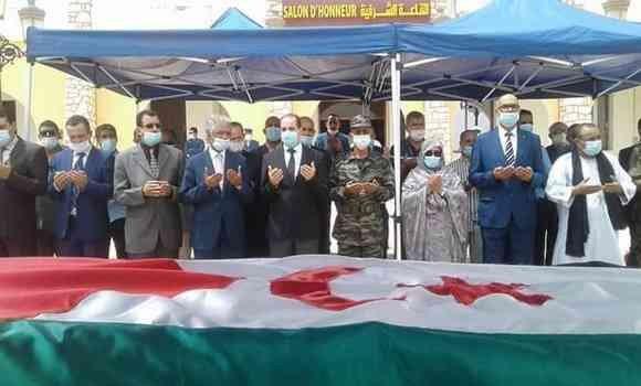 صورة وصول جثمان القيادي الصحراوي الراحل أمحمد خداد إلى مطار تندوف