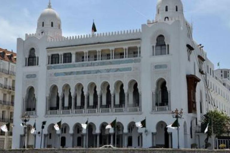 صورة ولاية الجزائر: منع حركة المرور لمركبات النقل الجماعي العمومي و الخاص خلال نهاية الأسبوع