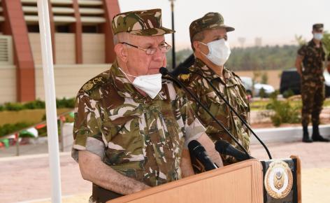 صورة الفريق شنقريحة يؤكد على ضرورة إعتماد معايير موضوعية في تولي المناصب بالجيش