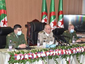 صورة الفريق شنقريحة ينصب العميد قواسمية قائدا جديدا للدرك الوطني