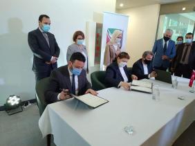 """صورة توقيع إتفاقية شراكة مع المجمع الجزائري التركي للنسيج """"تايال"""""""