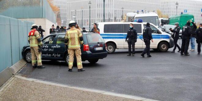 ألمانيا: سيارة تقتحم بوابة ديوان المستشارية في برلين