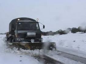 صورة صعوبات في حركة السير بسبب تساقط الثلوج في ولايات غرب الوطن