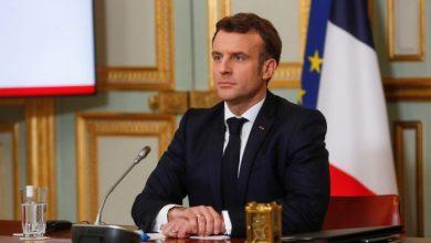 صورة الرئيس الفرنسي ماكرون يتعرض للصفع من قبل أحد المواطنين الفرنسيين