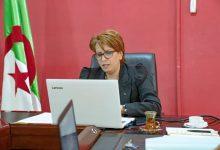 صورة وزيرة الثقافة والفنون تدعو إلى تخفيف الإجراءات الإدارية بالمؤسسات الثقافية