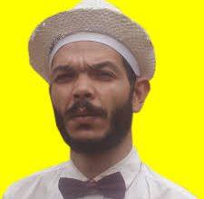 صورة تيارت: الفنان العربي بومدين يقدم على حرق مساره الفني